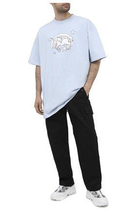 Мужская хлопковая футболка VETEMENTS голубого цвета, арт. UE51TR390X 1600/M | Фото 2 (Материал внешний: Хлопок; Мужское Кросс-КТ: Футболка-одежда; Длина (для топов): Удлиненные; Рукава: Короткие; Принт: С принтом; Стили: Гранж)