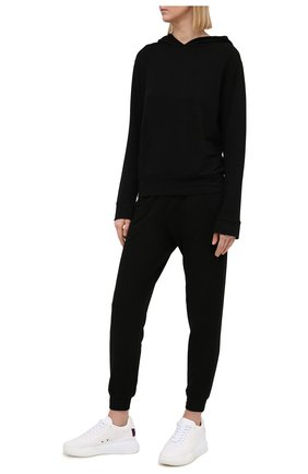 Женские джоггеры MONROW черного цвета, арт. HB0307 | Фото 2