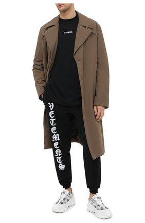 Мужская хлопковая футболка VETEMENTS черного цвета, арт. UE51TR540B 1600/M   Фото 2 (Длина (для топов): Удлиненные; Материал внешний: Хлопок; Стили: Гранж; Мужское Кросс-КТ: Футболка-одежда; Принт: С принтом; Рукава: Короткие)