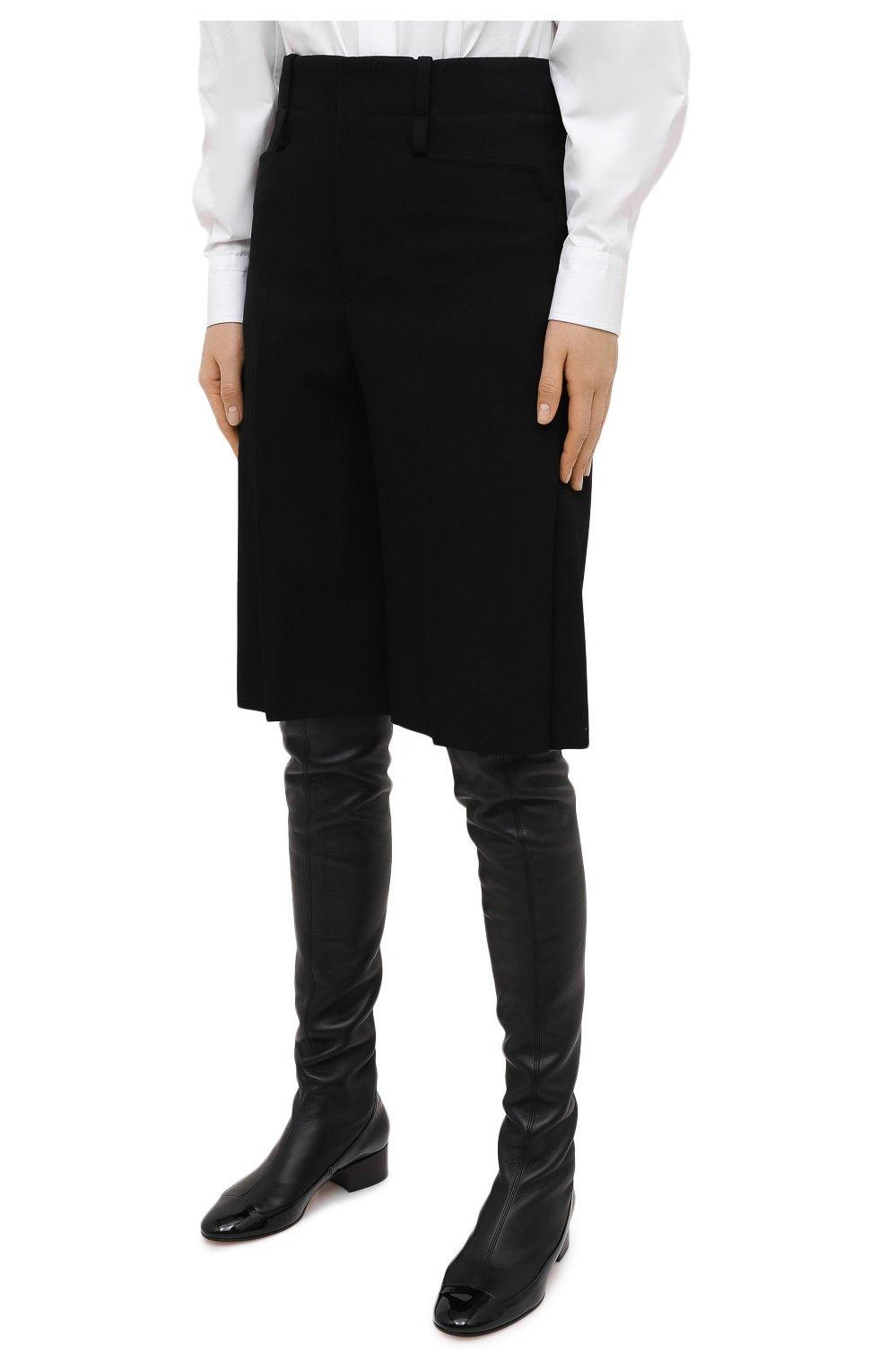 Женские шерстяные шорты CHLOÉ черного цвета, арт. CHC20WSH01066 | Фото 3 (Женское Кросс-КТ: Шорты-одежда; Материал внешний: Шерсть; Кросс-КТ: Широкие; Длина Ж (юбки, платья, шорты): До колена; Стили: Кэжуэл)