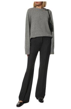 Женский свитер из шерсти и кашемира THE ROW серого цвета, арт. 5582Y184 | Фото 2
