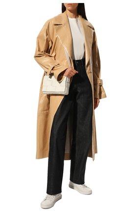 Женская сумка cassette BOTTEGA VENETA белого цвета, арт. 578004/VMAY1   Фото 3 (Сумки-технические: Сумки через плечо; Материал: Натуральная кожа; Ремень/цепочка: На ремешке; Размер: small)