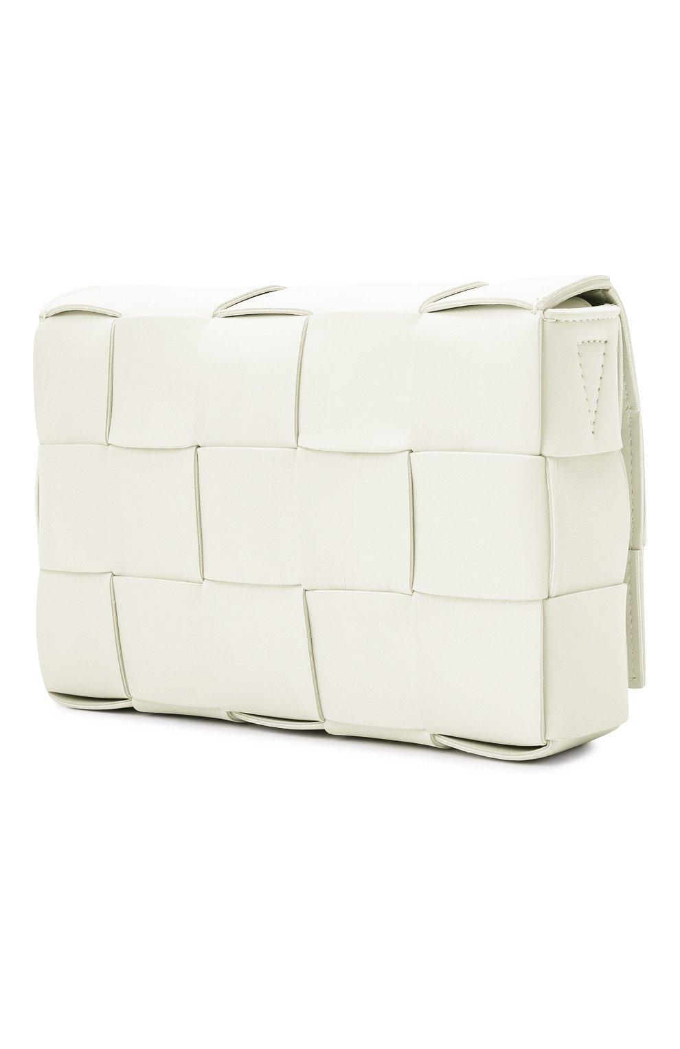 Женская сумка cassette BOTTEGA VENETA белого цвета, арт. 578004/VMAY1   Фото 4 (Сумки-технические: Сумки через плечо; Материал: Натуральная кожа; Ремень/цепочка: На ремешке; Размер: small)