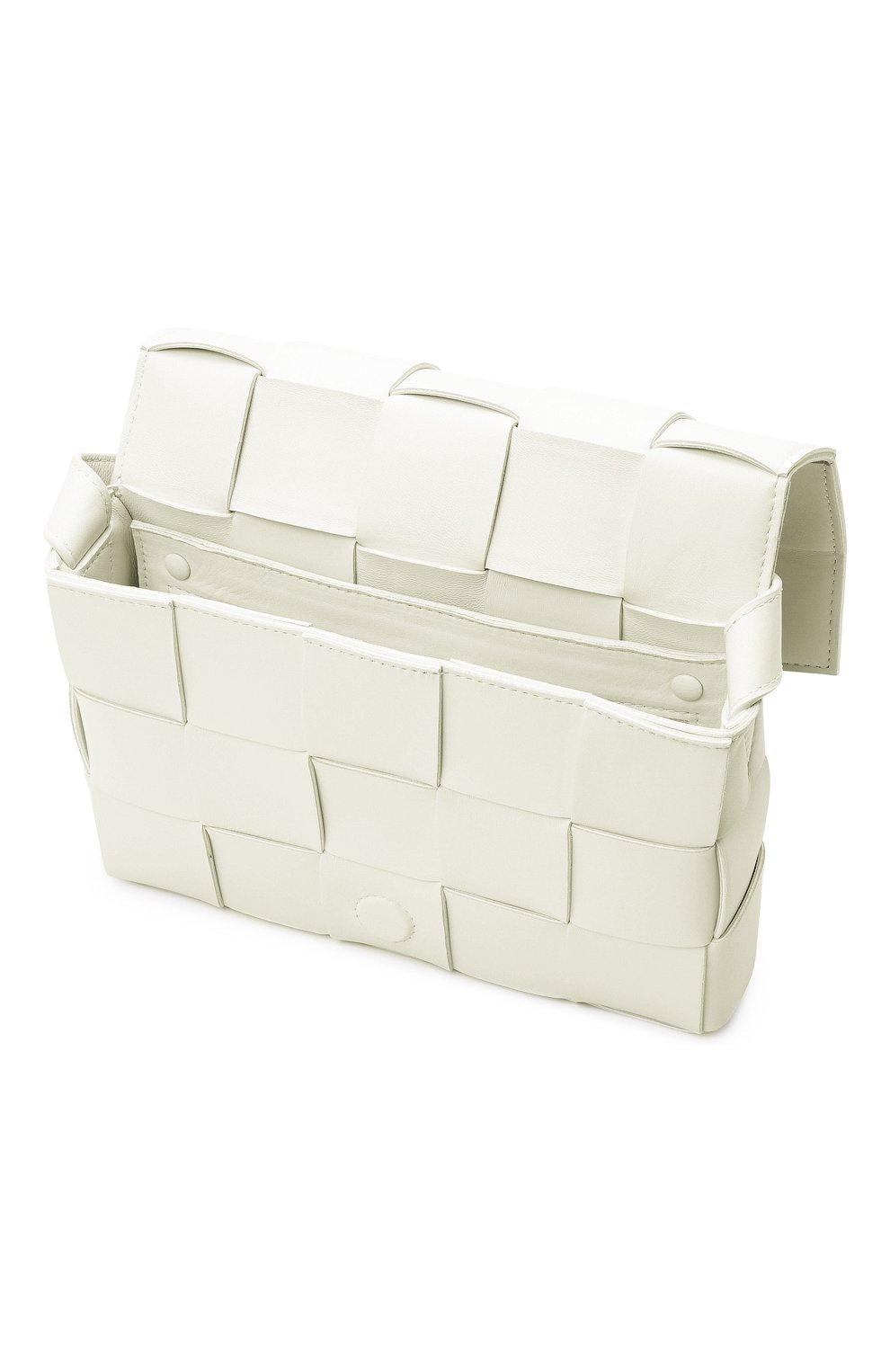 Женская сумка cassette BOTTEGA VENETA белого цвета, арт. 578004/VMAY1   Фото 5 (Сумки-технические: Сумки через плечо; Материал: Натуральная кожа; Ремень/цепочка: На ремешке; Размер: small)