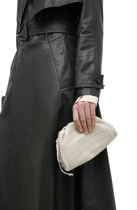 Женский клатч pouch 20 из кожи аллигатора BOTTEGA VENETA белого цвета, арт. 585852/VCPX1/AMIS | Фото 2
