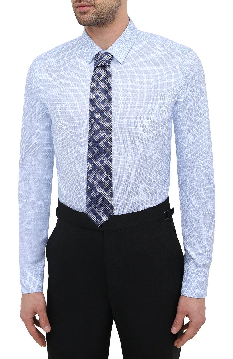 Мужская хлопковая сорочка HUGO голубого цвета, арт. 50443561   Фото 4 (Манжеты: На пуговицах; Воротник: Кент; Рукава: Длинные; Рубашки М: Super Slim Fit; Длина (для топов): Стандартные; Принт: С принтом; Материал внешний: Хлопок; Стили: Классический; Случай: Формальный; Мужское Кросс-КТ: Сорочка-одежда)