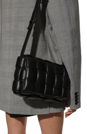 Женская сумка padded cassette BOTTEGA VENETA черного цвета, арт. 591970/VCQR1 | Фото 2