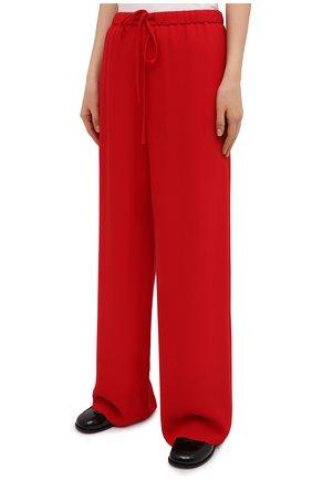 Женские шелковые брюки VALENTINO красного цвета, арт. VB3RB4551MM | Фото 3