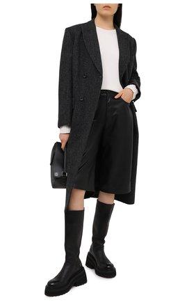 Женский кашемировый свитер VALENTINO кремвого цвета, арт. VB3KCB80652   Фото 2 (Женское Кросс-КТ: Свитер-одежда; Материал внешний: Шерсть, Кашемир; Стили: Классический; Рукава: Длинные; Длина (для топов): Стандартные)