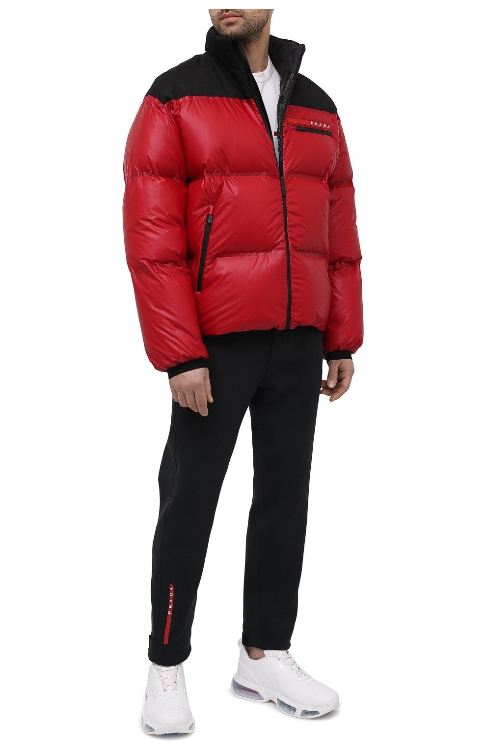 Мужская пуховая куртка PRADA красного цвета, арт. SGX257-1T2Y-F0927-202 | Фото 2 (Кросс-КТ: Куртка; Мужское Кросс-КТ: пуховик-короткий; Рукава: Длинные; Материал внешний: Синтетический материал; Длина (верхняя одежда): Короткие; Стили: Минимализм)