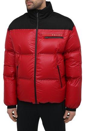 Мужская пуховая куртка PRADA красного цвета, арт. SGX257-1T2Y-F0927-202 | Фото 3 (Кросс-КТ: Куртка; Мужское Кросс-КТ: пуховик-короткий; Рукава: Длинные; Материал внешний: Синтетический материал; Длина (верхняя одежда): Короткие; Стили: Минимализм)