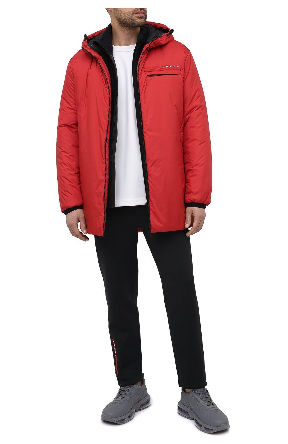Мужская утепленная куртка PRADA красного цвета, арт. SGB660-1XYW-F0011-202 | Фото 2 (Кросс-КТ: Куртка; Мужское Кросс-КТ: пуховик-короткий; Рукава: Длинные; Материал внешний: Синтетический материал; Стили: Минимализм)