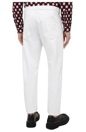 Мужские джинсы PRADA белого цвета, арт. GEP303-1UPA-F01CD-201   Фото 4 (Силуэт М (брюки): Прямые; Длина (брюки, джинсы): Стандартные; Материал внешний: Хлопок, Деним; Стили: Кэжуэл)