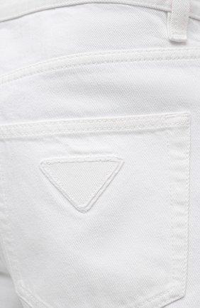 Мужские джинсы PRADA белого цвета, арт. GEP303-1UPA-F01CD-201   Фото 5 (Силуэт М (брюки): Прямые; Длина (брюки, джинсы): Стандартные; Материал внешний: Хлопок, Деним; Стили: Кэжуэл)