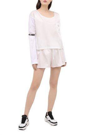 Женский хлопковый лонгслив PRADA белого цвета, арт. 134619-1XBH-F0009-202 | Фото 2