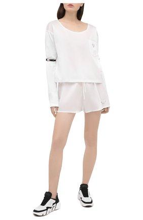 Женские шорты PRADA белого цвета, арт. 22H840-1YFL-F0009-202 | Фото 2