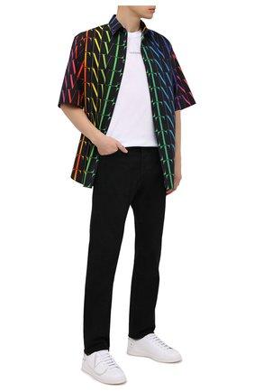 Мужские джинсы VALENTINO черного цвета, арт. VV3DE01J727 | Фото 2 (Силуэт М (брюки): Прямые; Кросс-КТ: Деним; Длина (брюки, джинсы): Стандартные; Материал внешний: Хлопок; Стили: Кэжуэл)