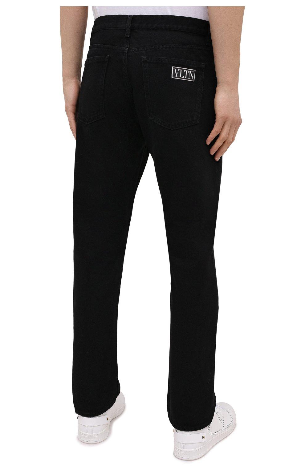 Мужские джинсы VALENTINO черного цвета, арт. VV3DE01J727 | Фото 4 (Силуэт М (брюки): Прямые; Кросс-КТ: Деним; Длина (брюки, джинсы): Стандартные; Материал внешний: Хлопок; Стили: Кэжуэл)