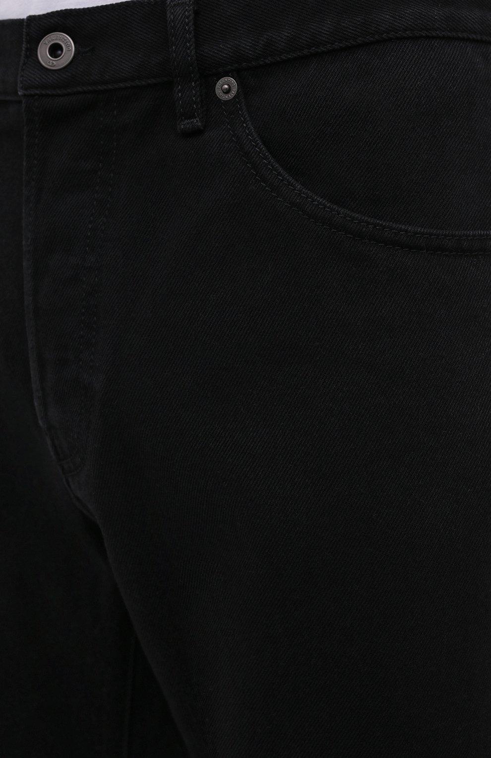 Мужские джинсы VALENTINO черного цвета, арт. VV3DE01J727 | Фото 5 (Силуэт М (брюки): Прямые; Кросс-КТ: Деним; Длина (брюки, джинсы): Стандартные; Материал внешний: Хлопок; Стили: Кэжуэл)