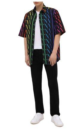 Мужская хлопковая рубашка VALENTINO разноцветного цвета, арт. VV3AAB756G5 | Фото 2 (Материал внешний: Хлопок; Мужское Кросс-КТ: Рубашка-одежда; Случай: Повседневный; Стили: Кэжуэл; Рукава: Короткие; Длина (для топов): Стандартные; Принт: С принтом; Воротник: Кент)