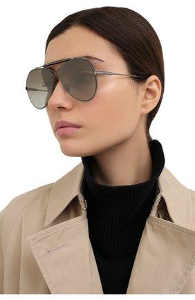 Женские солнцезащитные очки TOM FORD серого цвета, арт. TF818 08G | Фото 2