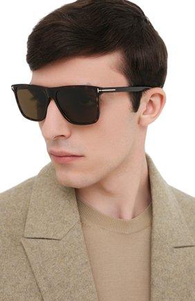Мужские солнцезащитные очки TOM FORD коричневого цвета, арт. TF832 52J | Фото 2