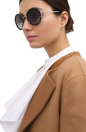 Женские солнцезащитные очки VALENTINO черного цвета, арт. 2042-30038G | Фото 2 (Тип очков: С/з; Очки форма: Креативные; Оптика Гендер: оптика-женское)