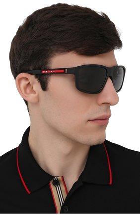 Мужские солнцезащитные очки PRADA LINEA ROSSA черного цвета, арт. 02XS-DG002G   Фото 2