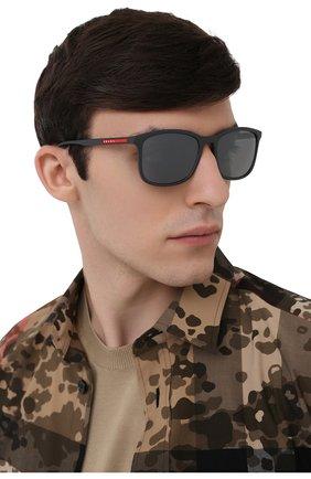 Мужские солнцезащитные очки PRADA LINEA ROSSA темно-серого цвета, арт. 01TS-UFK07H   Фото 2