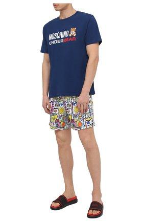 Мужская хлопковая футболка MOSCHINO темно-синего цвета, арт. A1914/8107 | Фото 2 (Стили: Кэжуэл; Мужское Кросс-КТ: Футболка-одежда, Футболка-белье; Рукава: Короткие; Длина (для топов): Стандартные; Материал внешний: Хлопок)