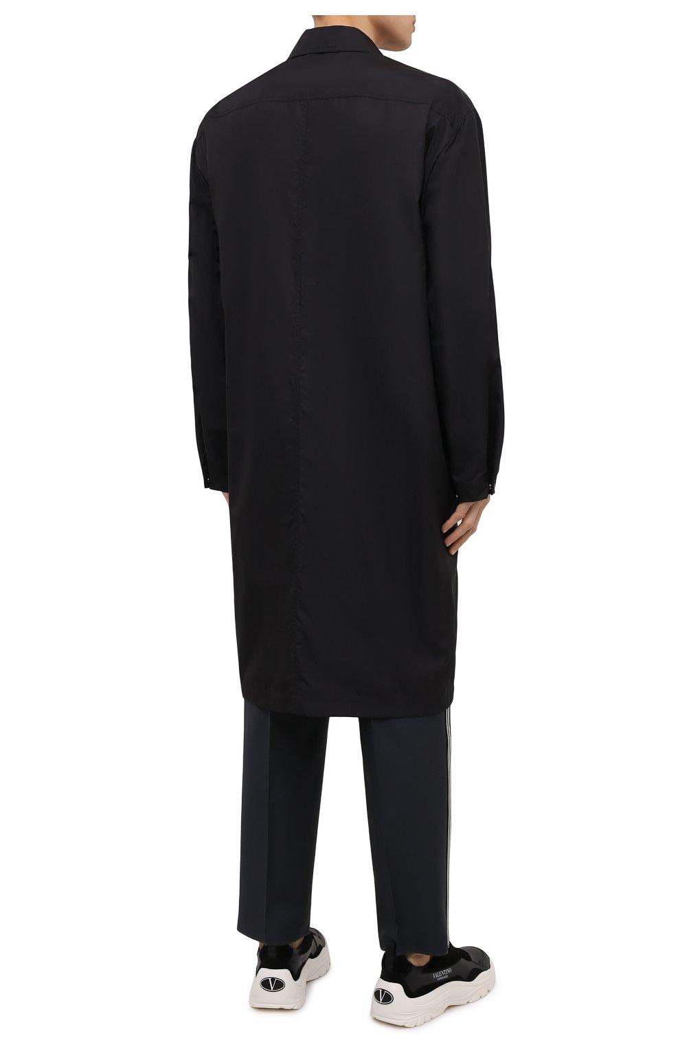 Мужской плащ VALENTINO черного цвета, арт. VV3CII9066C   Фото 4 (Мужское Кросс-КТ: Плащ-верхняя одежда; Рукава: Длинные; Длина (верхняя одежда): До колена; Материал внешний: Синтетический материал; Материал подклада: Синтетический материал; Стили: Кэжуэл)