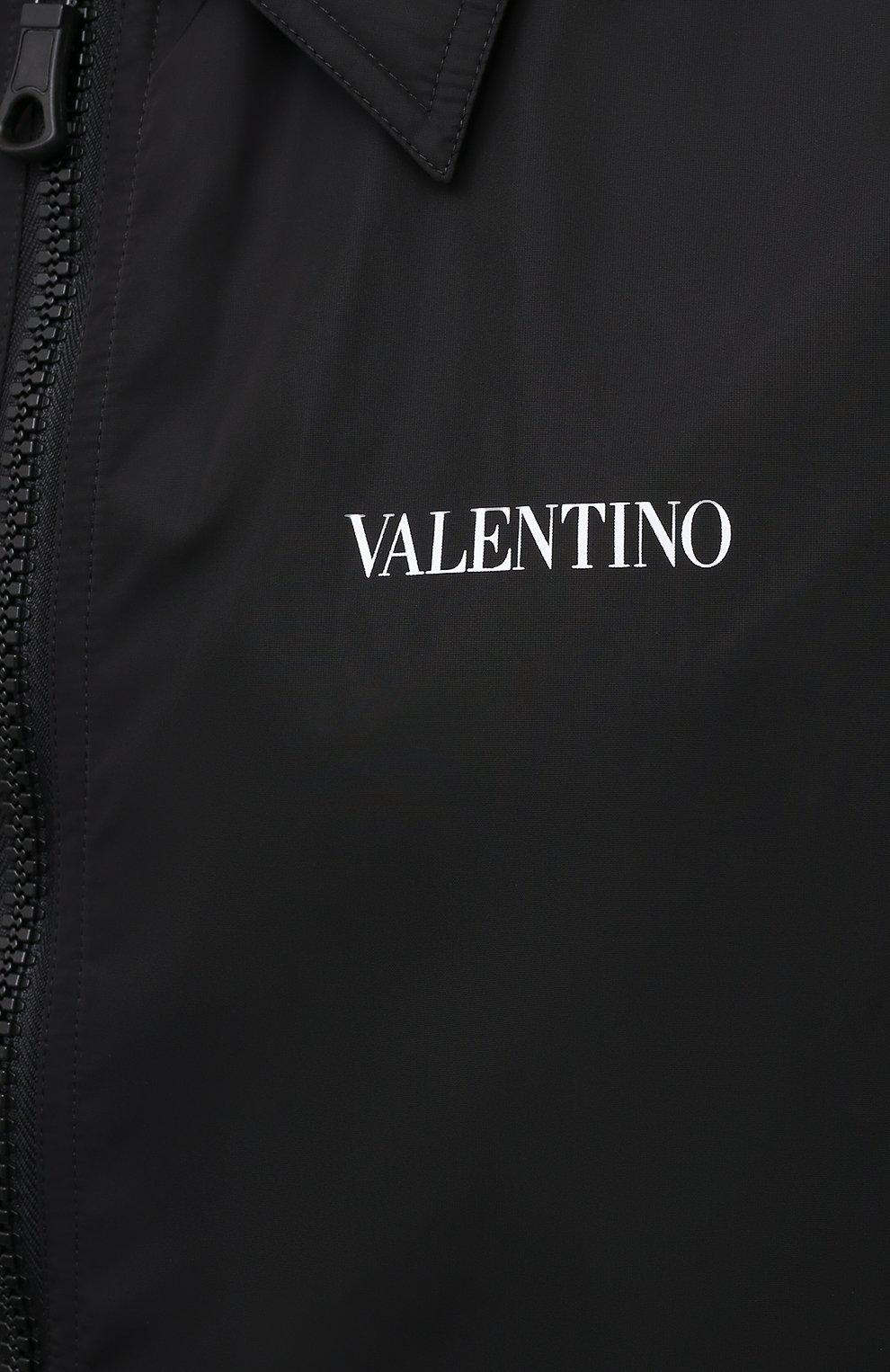 Мужской плащ VALENTINO черного цвета, арт. VV3CII9066C   Фото 5 (Мужское Кросс-КТ: Плащ-верхняя одежда; Рукава: Длинные; Длина (верхняя одежда): До колена; Материал внешний: Синтетический материал; Материал подклада: Синтетический материал; Стили: Кэжуэл)