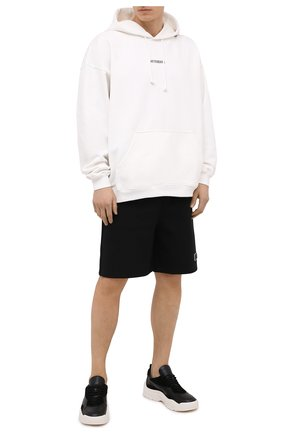 Мужские хлопковые шорты VALENTINO черного цвета, арт. VV3MD02P6LB   Фото 2