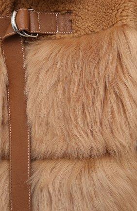 Женский меховой жилет CHLOÉ бежевого цвета, арт. CHC20WCG08200 | Фото 5