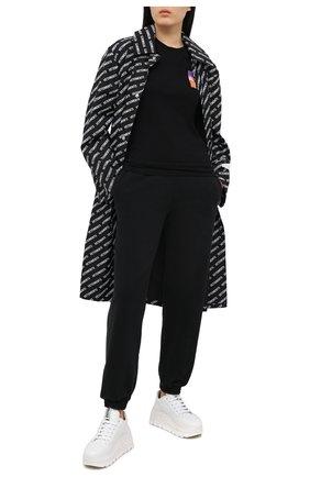 Женская хлопковая футболка OFF-WHITE черного цвета, арт. 0WAA040R21JER001 | Фото 2 (Рукава: Короткие; Принт: С принтом; Стили: Кэжуэл; Материал внешний: Хлопок; Длина (для топов): Стандартные; Женское Кросс-КТ: Футболка-одежда)