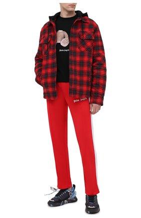Мужские брюки PALM ANGELS красного цвета, арт. PMCA007R21FAB0012501 | Фото 2 (Материал внешний: Синтетический материал; Стили: Спорт-шик; Случай: Повседневный; Длина (брюки, джинсы): Стандартные)