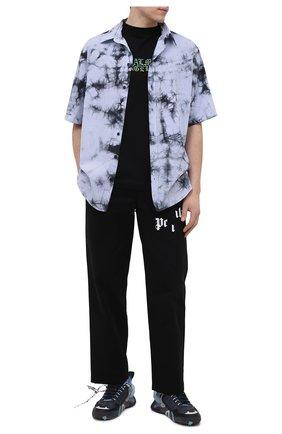 Мужская хлопковая рубашка MARCELO BURLON голубого цвета, арт. CMGA070R21FAB001 | Фото 2 (Рукава: Короткие; Стили: Гранж; Принт: С принтом; Материал внешний: Хлопок; Случай: Повседневный; Длина (для топов): Стандартные; Воротник: Кент)