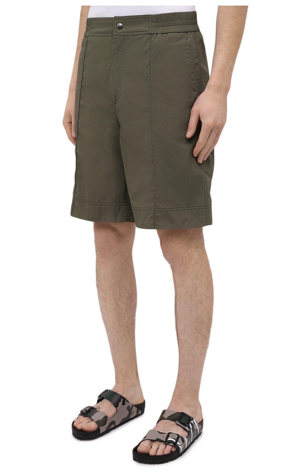 Мужские шорты VALENTINO хаки цвета, арт. VV3RDA9170F   Фото 3 (Мужское Кросс-КТ: Шорты-одежда; Принт: Без принта; Длина Шорты М: Ниже колена; Материал внешний: Синтетический материал; Материал подклада: Синтетический материал; Стили: Кэжуэл)