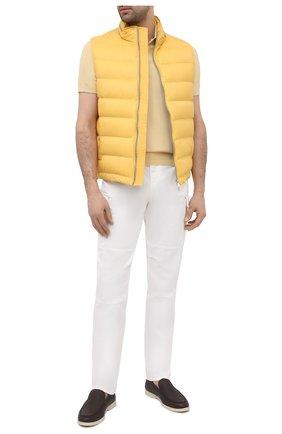 Мужской пуховый жилет BRUNELLO CUCINELLI желтого цвета, арт. MR4051714 | Фото 2 (Стили: Кэжуэл; Материал подклада: Синтетический материал; Длина (верхняя одежда): Короткие; Материал внешний: Синтетический материал; Материал утеплителя: Пух и перо; Кросс-КТ: Куртка, Пуховик)