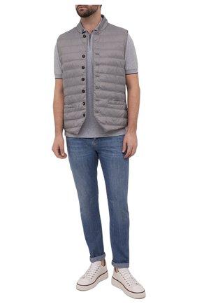 Мужские джинсы BRUNELLO CUCINELLI голубого цвета, арт. ME645X1290 | Фото 2 (Материал внешний: Хлопок; Детали: Потертости; Длина (брюки, джинсы): Стандартные; Силуэт М (брюки): Прямые; Стили: Кэжуэл; Кросс-КТ: Деним)