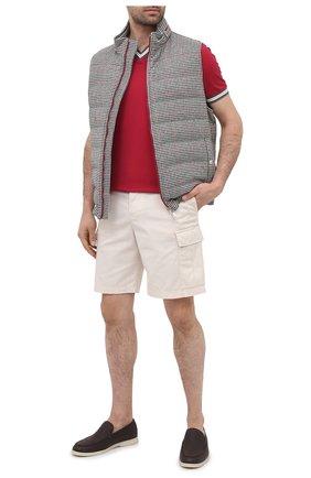 Мужской хлопковый пуловер BRUNELLO CUCINELLI красного цвета, арт. M0T611602 | Фото 2 (Рукава: Короткие; Принт: Без принта; Мужское Кросс-КТ: Пуловеры; Длина (для топов): Стандартные; Материал внешний: Хлопок; Стили: Кэжуэл; Вырез: V-образный)