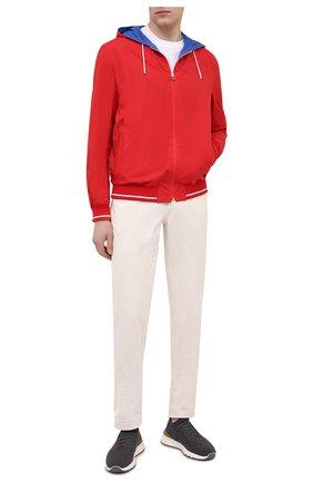 Мужской бомбер KITON красного цвета, арт. UW0912MV07T61 | Фото 2 (Рукава: Длинные; Материал внешний: Синтетический материал; Принт: Без принта; Длина (верхняя одежда): Короткие; Материал подклада: Купро; Кросс-КТ: Куртка; Стили: Кэжуэл)