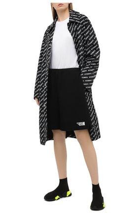 Женские хлопковые шорты VETEMENTS черного цвета, арт. ME51PA620B 1614/W | Фото 2
