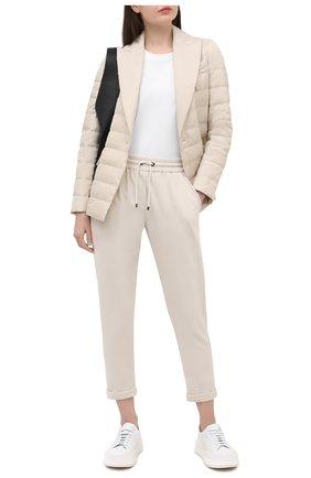 Женские хлопковые брюки BRUNELLO CUCINELLI кремвого цвета, арт. MH827SA399 | Фото 2 (Материал внешний: Хлопок; Силуэт Ж (брюки и джинсы): Прямые; Длина (брюки, джинсы): Укороченные; Женское Кросс-КТ: Брюки-одежда; Стили: Кэжуэл)