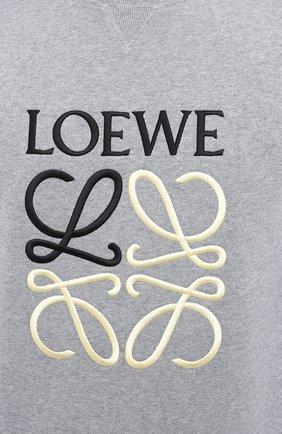 Мужской хлопковый свитшот LOEWE серого цвета, арт. H526Y24J01 | Фото 5 (Рукава: Длинные; Длина (для топов): Стандартные; Мужское Кросс-КТ: свитшот-одежда; Материал внешний: Хлопок; Стили: Минимализм)