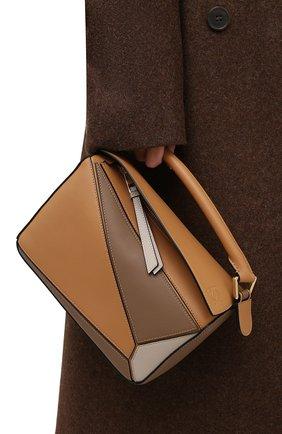 Женская сумка puzzle small LOEWE темно-бежевого цвета, арт. A510S21X50 | Фото 2 (Сумки-технические: Сумки через плечо, Сумки top-handle; Материал: Натуральная кожа; Ремень/цепочка: На ремешке; Размер: small)