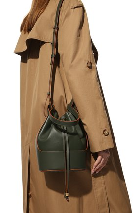 Женская сумка balloon LOEWE хаки цвета, арт. A710C31X31 | Фото 2 (Сумки-технические: Сумки top-handle, Сумки через плечо; Ремень/цепочка: На ремешке; Размер: small; Материал: Натуральная кожа)