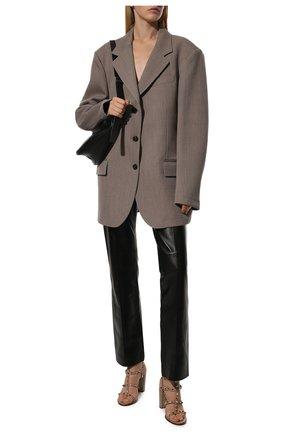 Женские кожаные босоножки rockstud VALENTINO бежевого цвета, арт. VW2S0749/VBP | Фото 2 (Каблук тип: Устойчивый; Каблук высота: Высокий; Материал внутренний: Натуральная кожа; Подошва: Плоская)