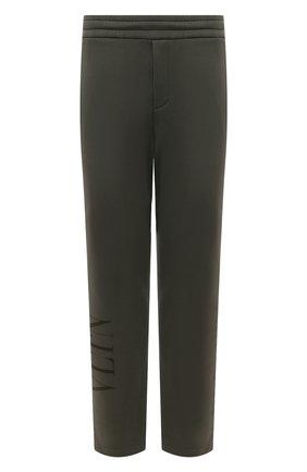 Мужские хлопковые брюки VALENTINO хаки цвета, арт. VV3MD02X7B8 | Фото 1 (Материал внешний: Хлопок; Длина (брюки, джинсы): Стандартные; Мужское Кросс-КТ: Брюки-трикотаж; Стили: Спорт-шик; Случай: Повседневный)