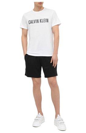 Мужская хлопковая футболка CALVIN KLEIN белого цвета, арт. NM1959E | Фото 2 (Рукава: Короткие; Материал внешний: Хлопок; Длина (для топов): Стандартные; Кросс-КТ: домашняя одежда; Мужское Кросс-КТ: Футболка-белье)